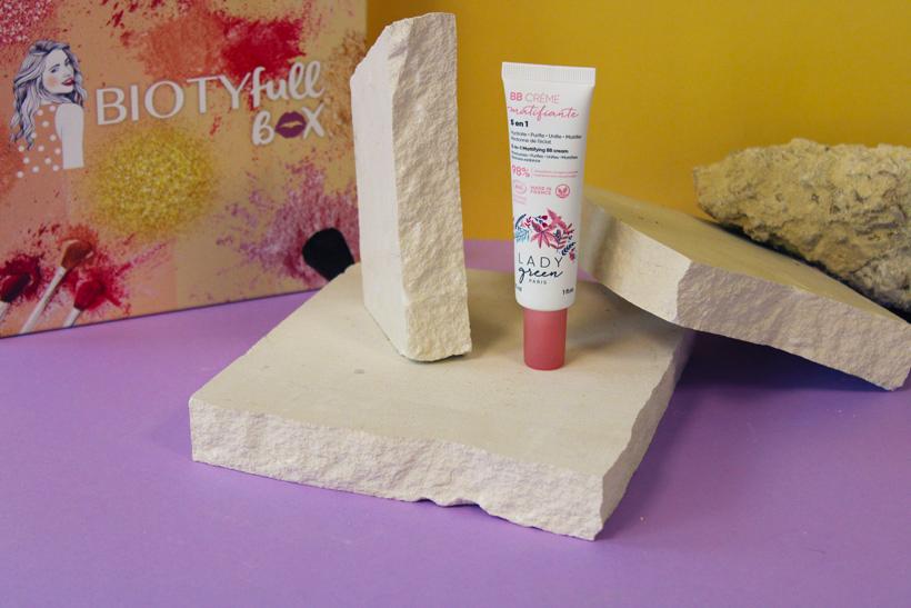 BB Crème Matifiante 5-en-1 : Une touche légère pour unifier votre teint